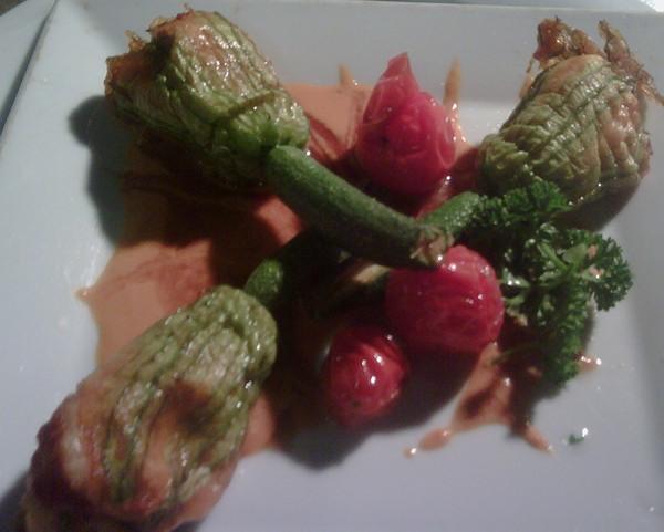 Flores de calabacín rellenas de rape y cigalitas