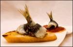 Montaditos de sardina y peperonata