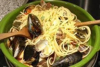 Spaghetti allo scoglio (Espaguetis a los frutos de mar)